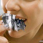 Wanita Mengandung Mengidam… Makan Surat Khabar